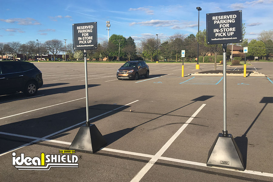 Ideal Shield's Black Pyramid Sign Bases used for curbside pickup at Bed Bath & Beyond