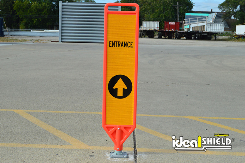 Flexible Delineator Paddle with Directional Signage